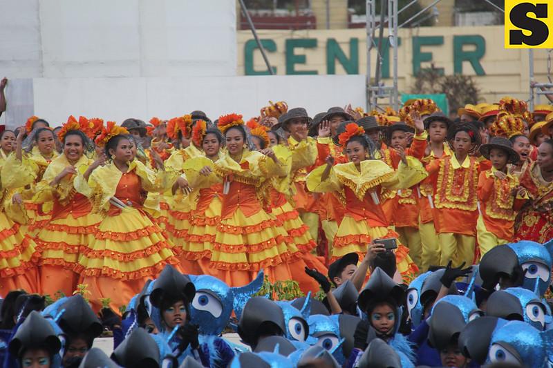 Ramon Duterte Memorial National High School - Sinulog sa Kabataan sa Dakbayan 2016 contingent