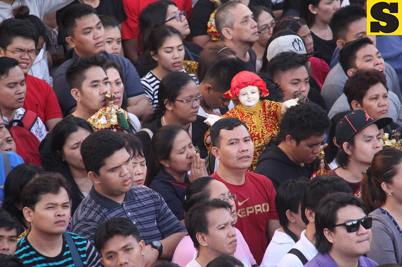 Sto Nino image in the middle of the crowd