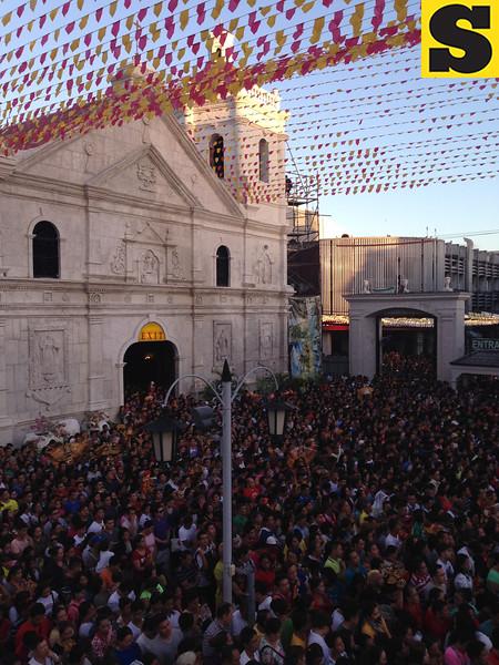 Opening Salvo mass crowd at Sto Nino church