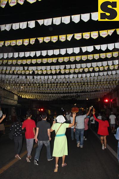 Devotees singing Bato Balani during procession