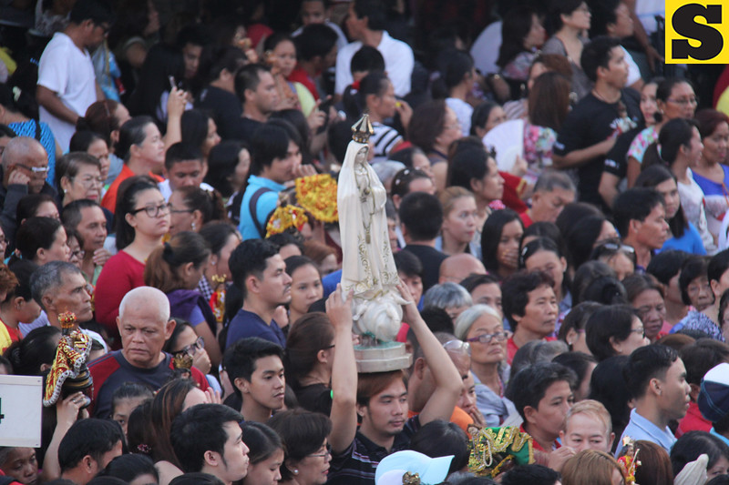 Devotee carrying a statue of Mama Mary