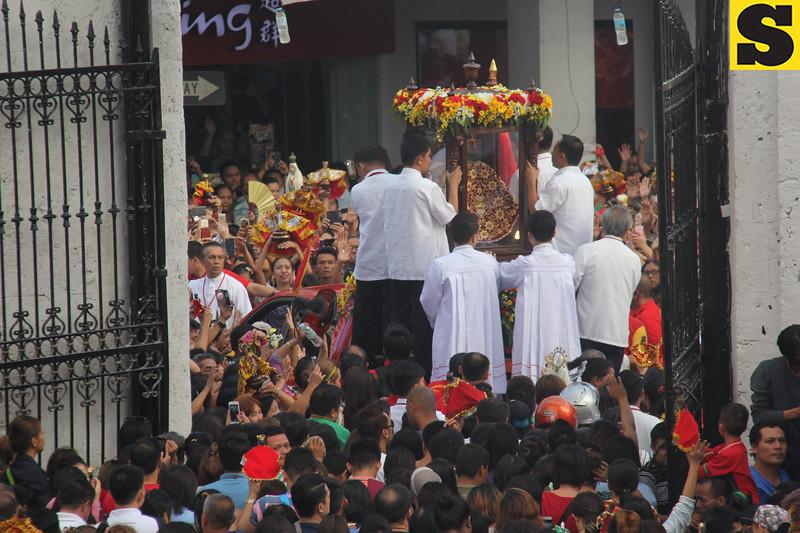 Sr. Sto. Nino image exits the Basilica Minore del Sto. Nino as the Traslacion 2016 begins