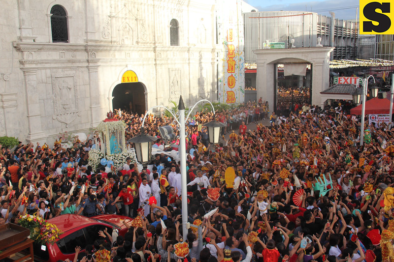 People waving their hands to the Our Lady of Guadalupe, as the image prepares for the Traslacion 2016
