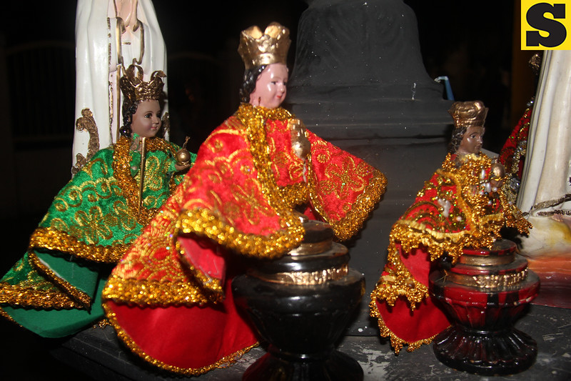 Sto. Nino icons displayed along the Walk with Mary 2016 procession route