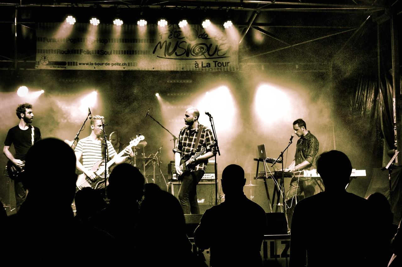 Time Connection est fondé à Vevey en 2011 par des musiciens venant de divers horizons. Un premier 4 titres « Night Work » est réalisé fin 2013. Toujours avide de performance live, Time Connection sillonne en ce moment la Suisse pour faire découvrir au plus grand nombre leur univers fait d'amour et d'aluminium!  Écouter les titres : http://mx3.ch/timeconnection