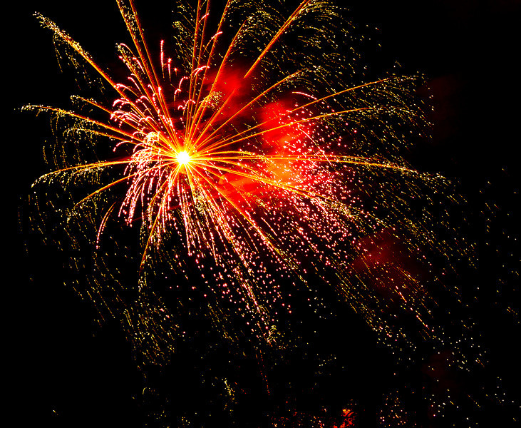Feu d'artifice d'Annecy - Haute Savoie - France <br /> 07 août 2010 <br /> <br /> Mon premier essai de photo de feu d'artifice... merci pour votre indulgence et vos conseils ! ;) <br /> <br /> My first test...Please, your advises are welcome...