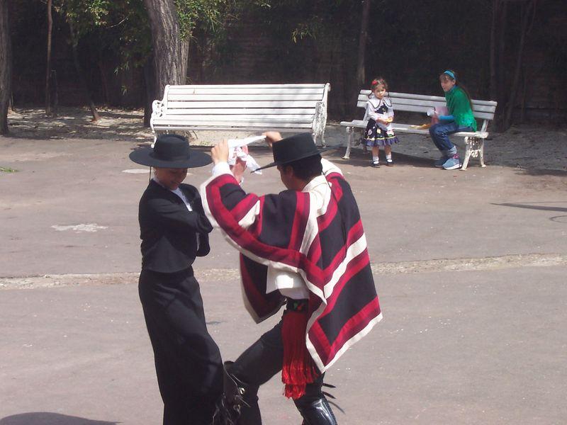 """Nuestra querido baile Nacional """"La Cueca"""". Aqui salen bailando Nicolas San Martin junto con Pamela Retamal (Piojix)"""