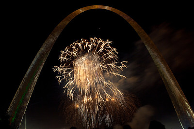 Fireworks at St  Louis Arch_4016