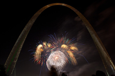 Fireworks at St  Louis Arch_4092