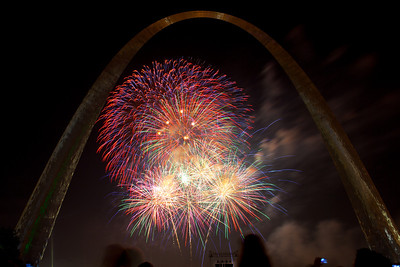 Fireworks at St  Louis Arch_4054
