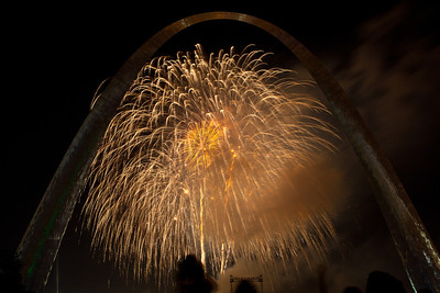 Fireworks at St  Louis Arch_4106