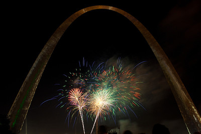 Fireworks at St  Louis Arch_4028