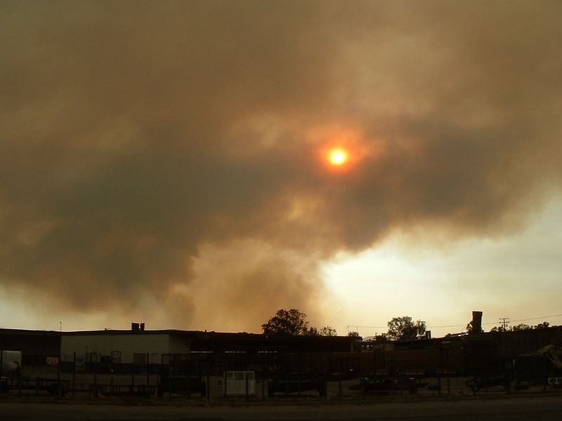 Smoke from the Cerrito Fire -- Perris, Ca,  4 May 2004