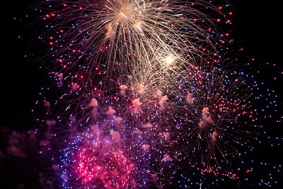 Fireworks at the St. Louis Arch July 4, 2018