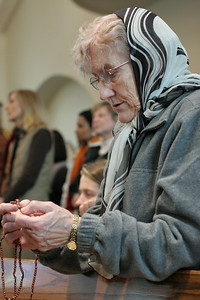Fionnuala Nichols of Our Lady of the Mountains Church, Jasper, says the rosary prior to the Jan. 22 Mass for the unborn.