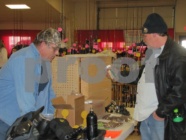 Ed Mills of KCR Knives & Poles visits with Scott Groat.