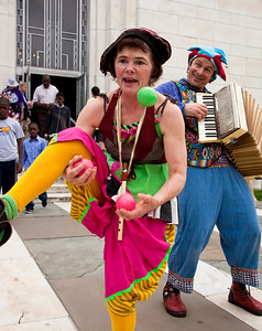 Nick Newlin and Joanne Flynn of the Nicolo Whimsey Show perform at Shakespeare's Birthday Open House at the Folger Shakespeare Library, located on Capitol Hill in Washington, DC. on April 25, 2010. (Photo by Jeff Malet)