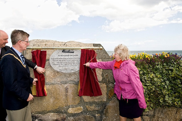 """Cllr Sally Mulready unveils """"Forgotten Irish"""" Commemorative Plaque on the East Pier in Dún Laoghaire Tuesday 15 May 2012 at 1pm. An Cathaoirleach Cllr John Bailey welcomed everyone to the event. Image features An Cathaoirleach Cllr John Bailey and Cllr Sally Mulready as Cllr Mulready unveils the plaque. Photograph Margaret Brown"""