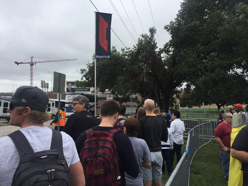 They had plenty of buses, so the wait in line was minimal.