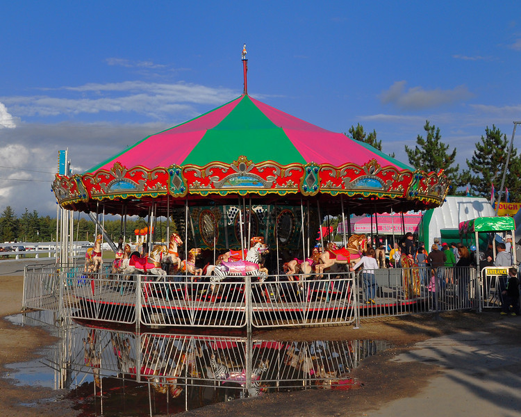 After a rainy Saturday, the 159th Fryeburg Fair was awash in bright sunlight by mid-afternoon on its opening day of Oct. 4th. Maine's blue ribbon classic runs thru Oct 11th, 2009.