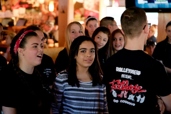 "Valleyview Middle School's ""Footloose"" cast serves up breakfast at Applebee's. April 16, 2016.  © 2016 Joanne Milne Sosangelis. All rights reserved."
