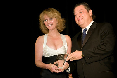 Laurie accepts the Breakthrough Spirit Award from Ron Iervolino
