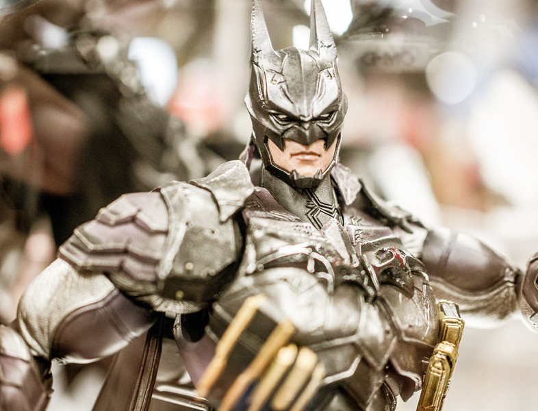 SE Batman figurine at Gamescom 2015
