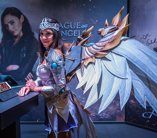 League of Angels model at Gamescom 2017