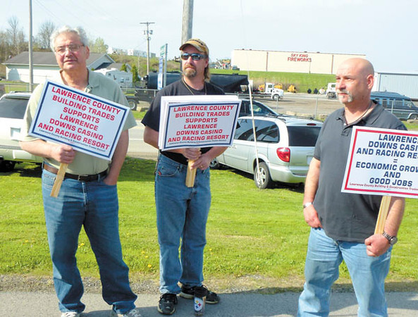 Debbie Wachter/NEWS<br /> Members of local labor unions picket in favor of the racetrack and casino. From left are Joe Didiano of Pittsburgh, cement finisher; David Peelman of Bessemer, of the Independent Brotherhood of Electrical Workers, and Bill Wojichowski of Indiana County, Cement Masons Local 526.