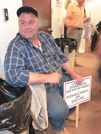 Debbie Wachter/NEWS<br /> Jim Mott of New Castle, member of the laborer's union, rests with his sign during intermission at the racetrack and casino hearing.