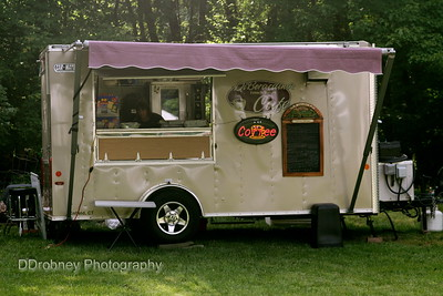 Is this not the cutest catering truck you've ever seen?!?  ;-)