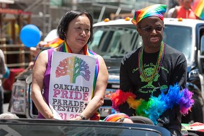 gayPride2104B-37
