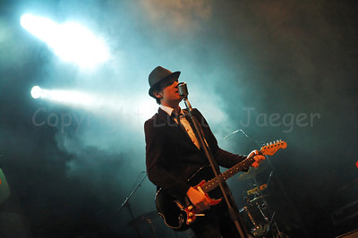 Live performance in open air of My Little Cheap Dictaphone (MLCD) at St Jacobs square during the 2010 Ghent Festivities (Gentse Feesten) in Ghent (Gent), Belgium. Check out their music on their Myspace page.