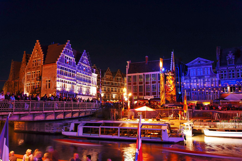 The highly colorful Pole Pole Festival during the Ghent Festivities (Gentse Feesten) 2007 is one of the many attractions bringing thousands of people to the place between Graslei and Korenlei. !
