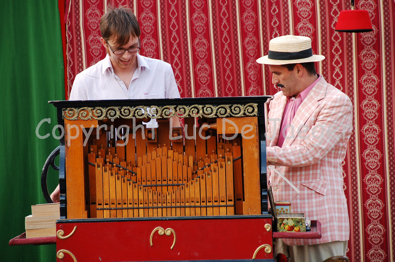 Adrian Schvarzstein making sure there is coming some music out of his barrel-organ.