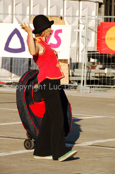 The Australian Tahmour brought some hula hoop demonstrations.