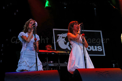 Flamenco Fiona (Fien) and Jazzy Jay (Joke), backing vocals of The Vicious, a highly professional Belgian party cover band brought a stunning and impressive music performance on the Korenmarkt during the Ghent Festivities (Gentse Feesten) 2007.  (Original format disabled to protect from theft!)
