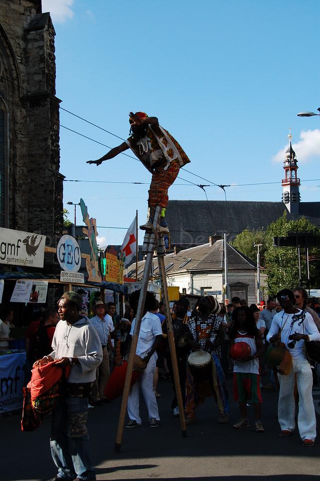 A stilt at work during the Ghent Festivities (Gentse Feesten).