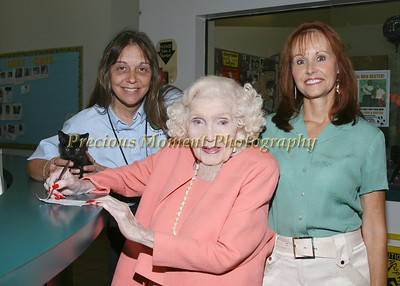 IMG_6270  Kelly Diegert,Gertrude Maxwell & Kathy Wells