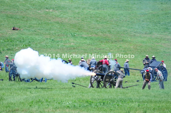 Confederate canons fire on Union troops during Pickett's Charge MIN_9735