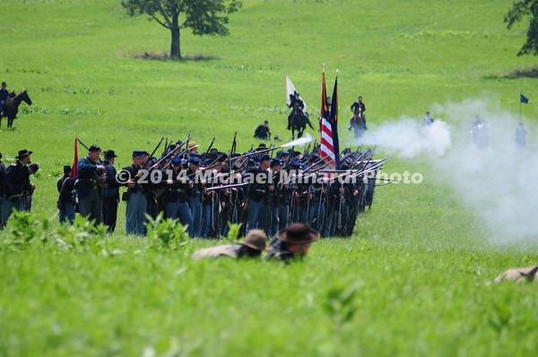 Union right flank opens fire on Rebels during Pickett's Charge  MIN_9946
