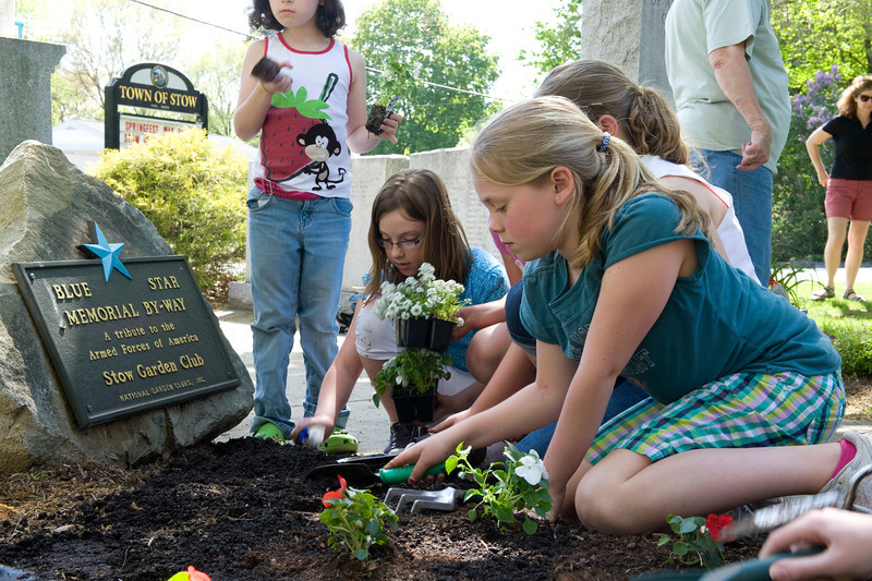 Emily Solomon standing, Emily Brucher, Jehanne Fitzsimmons, Maya Morgan