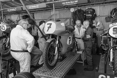 Mechanics at Work - 1962 Norton Manx 30M - Fitchett - Sheene - Goodwood Revival 2019
