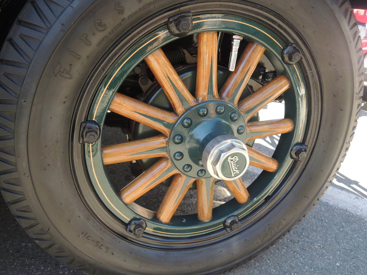 Wood spoke wheels on a 1927 Buick.
