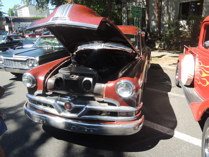 1951 Pontiac from the front