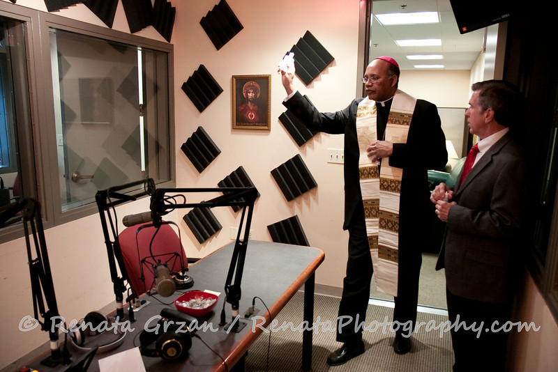 023- Guadalupe Radio Network Blessing - Renata Photography