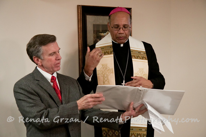 013- Guadalupe Radio Network Blessing - Renata Photography