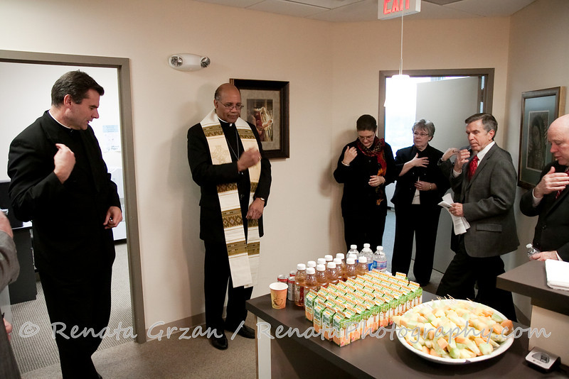 002- Guadalupe Radio Network Blessing - Renata Photography
