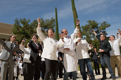 Vegas UncorkÕd Ceremony at Bellagio Vegas Casino sets Guinness World Record for uncorked wine bottles 308 chefs uncorking their wine bottle in 30 seconds as timed by Michael of Guinness World Records Judge on hand from New York City http://member.guinnessworldrecords.com/adj_application/apply.aspx?lang= Photographs by Mark Bowers of ReallyVegasPhoto.com. For personal use only with Credit: Mark Bowers, www.reallyvegasphoto.com Thank you.