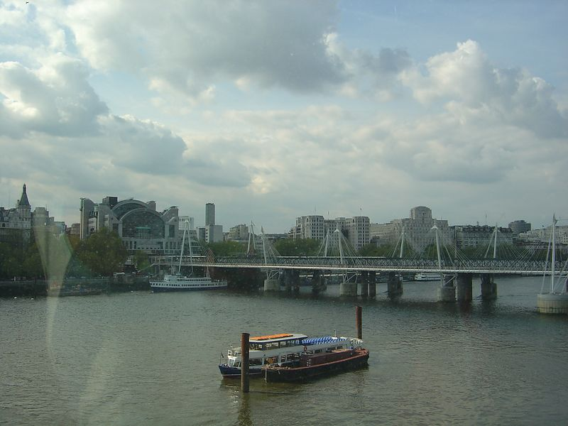 A shot of the Thames River from the eye.